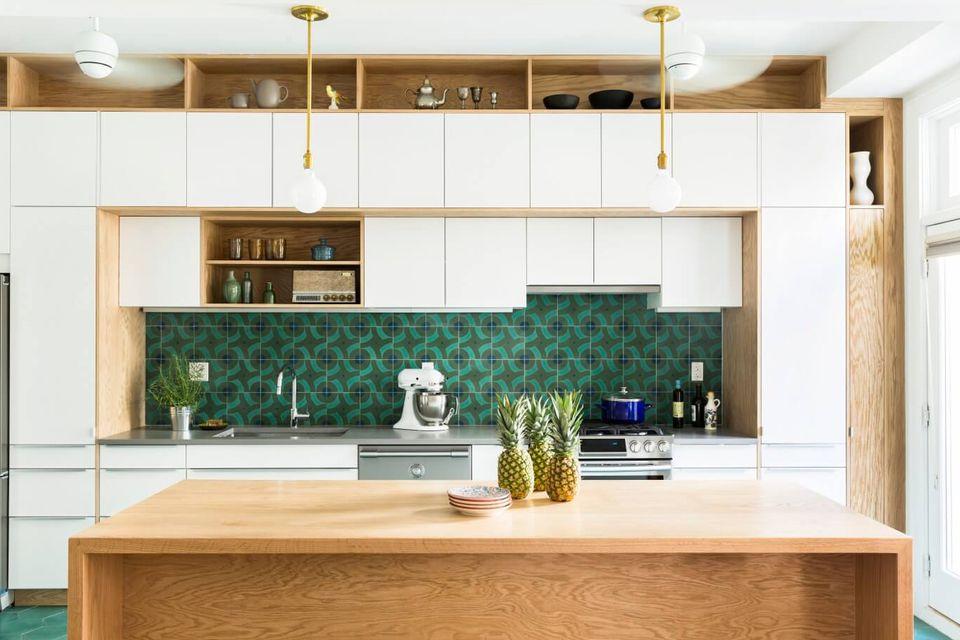 15 Colorful and Modern Kitchen Backsplash Ideas