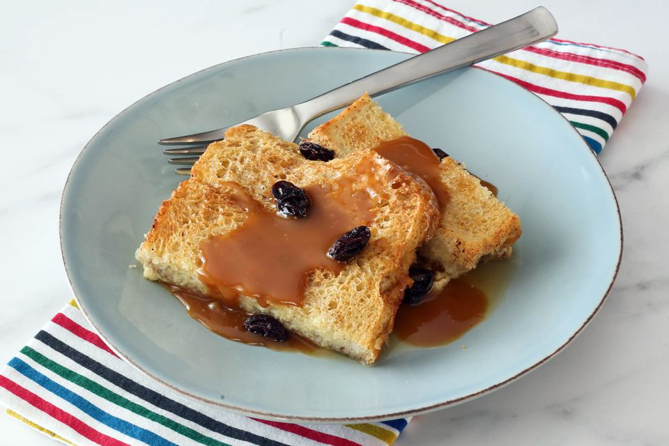 simple bread pudding with raisins and caramel sauce