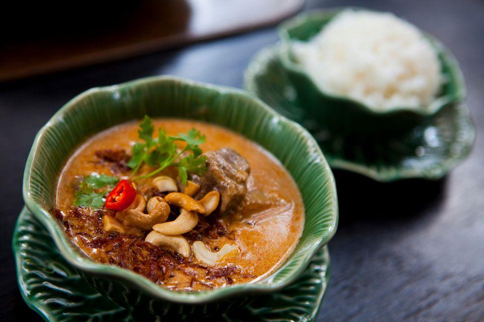 Thai massaman chicken curry recipe thai massaman chicken curry massaman curry forumfinder Choice Image