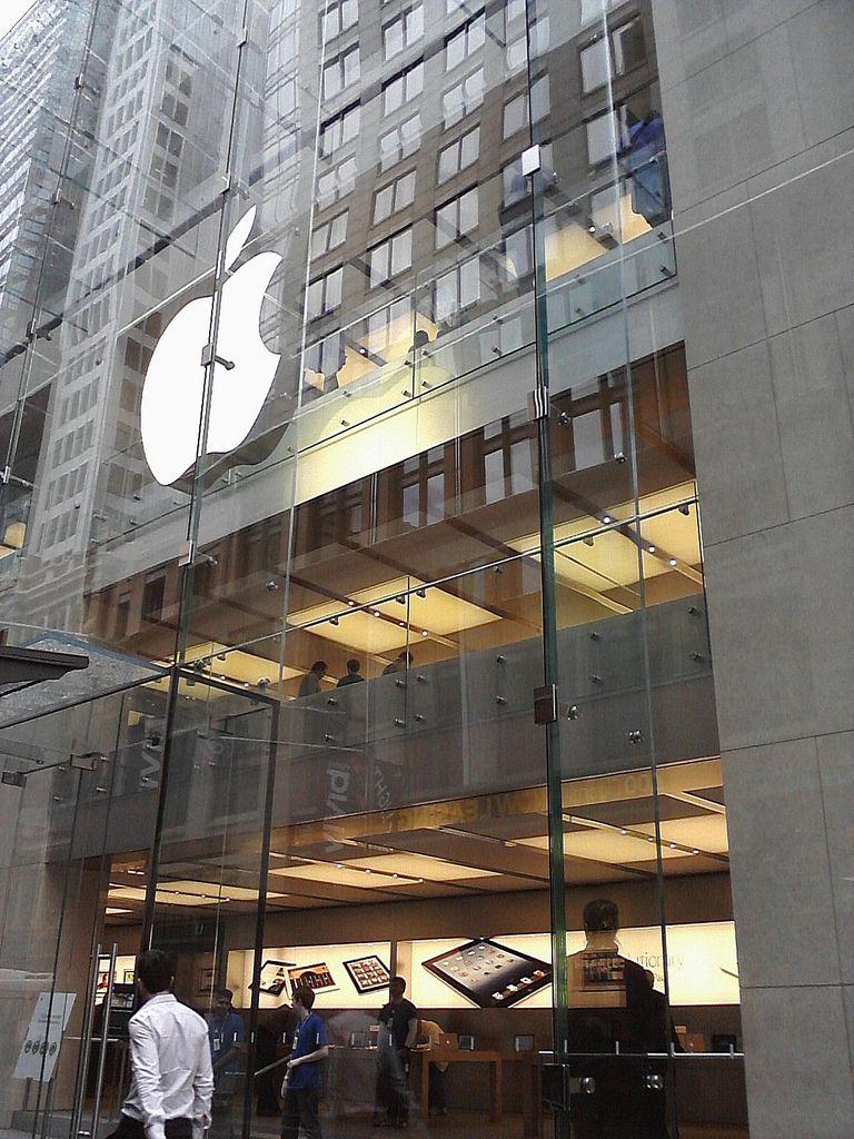 How-Apple-Beats-Walmart-Widens-Gap-2015-first-tops-best-highest-Brand-Value.jpg