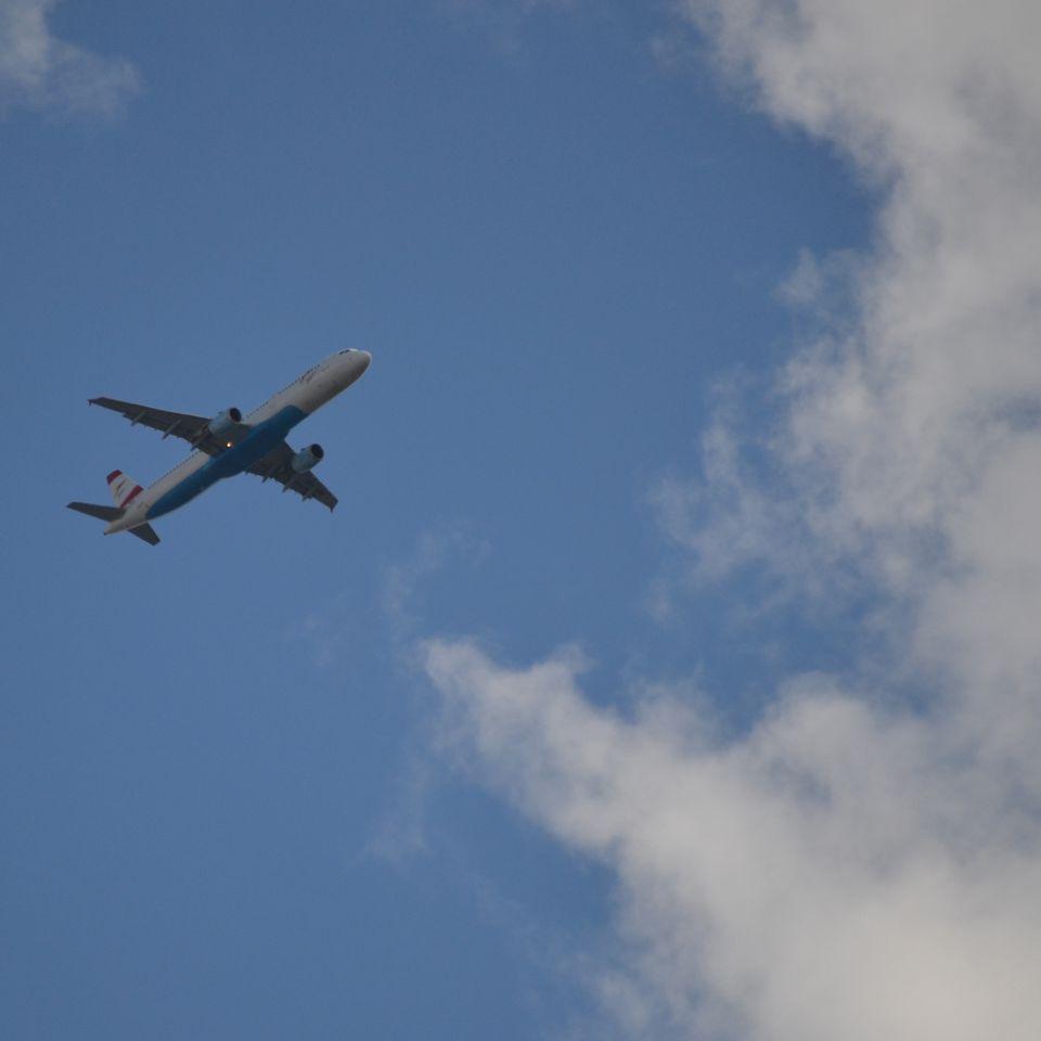 Jet airliner over London