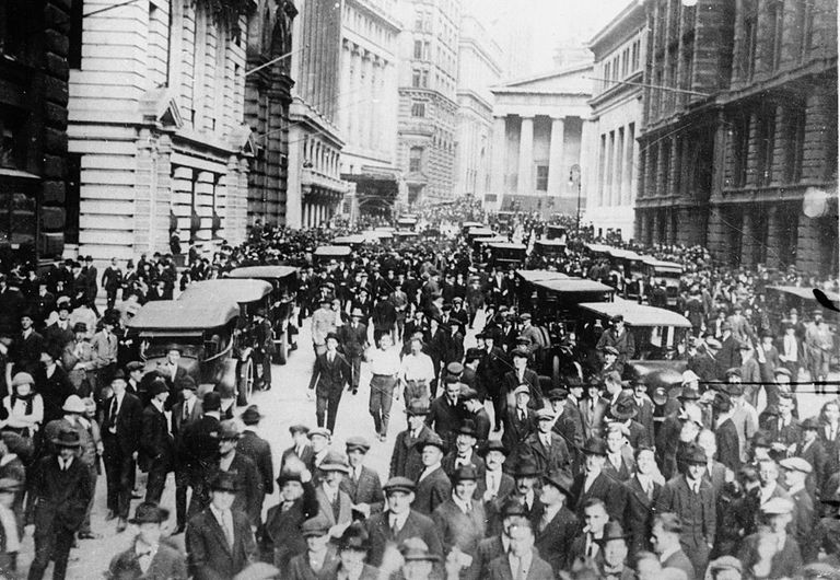 Excited crowd in front of the New York Stock Exchange, Black Thursday, USA, Photograph, 1929