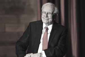 Berkshire Hathaway Chairman and CEO Warren Buffett at a Town Hall rally at Sokol Auditorium December 16, 2015 in Omaha, Nebraska.