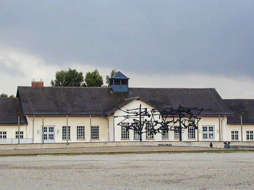 dachau concentration camp picture