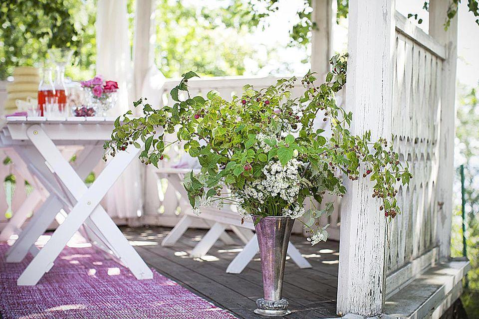 small patio decor - Decorating A Patio