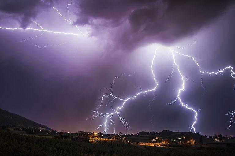 getty_lightening_lightning-485210623.jpg
