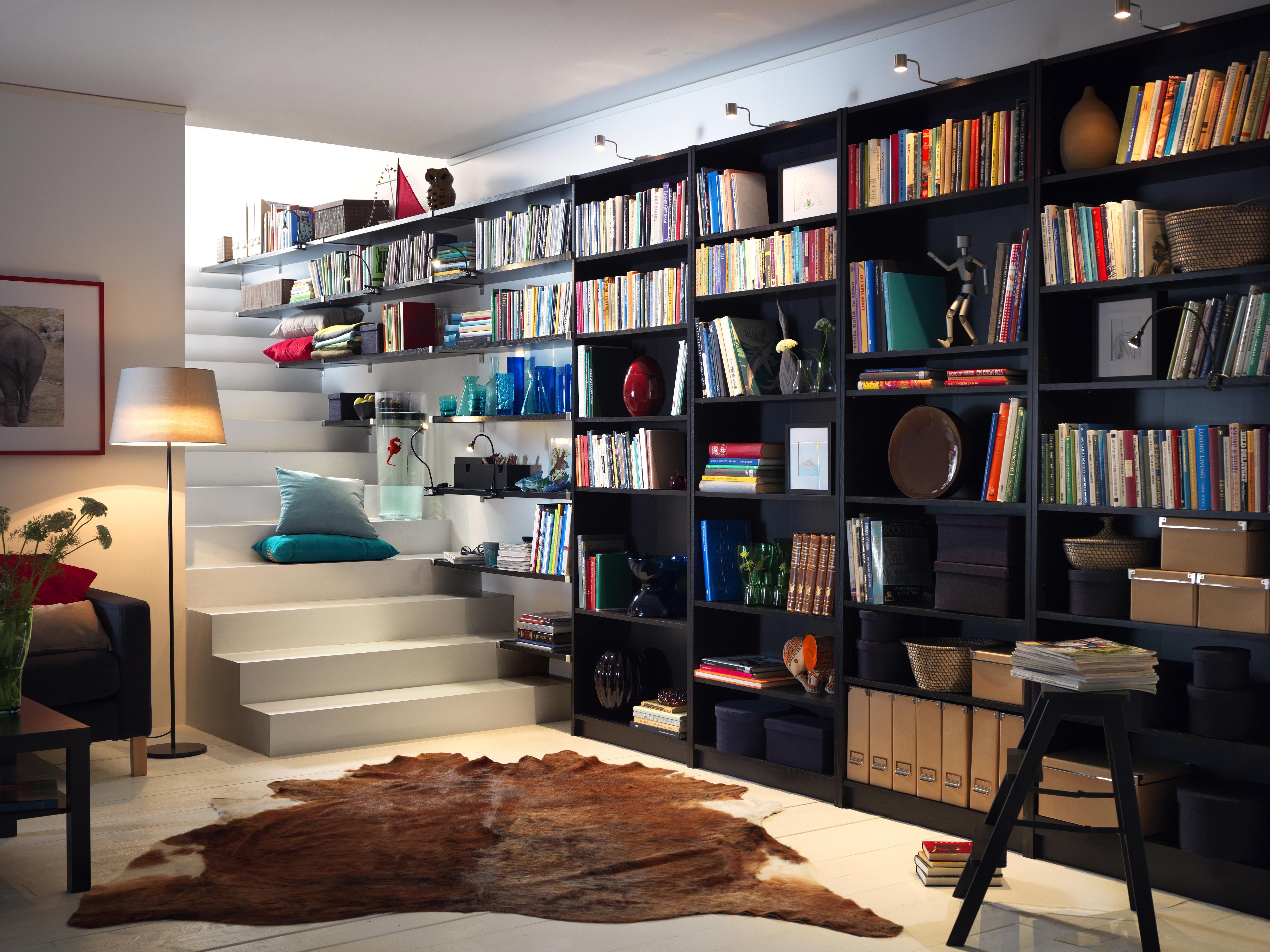 pintar las estanterías del salón para renovarlo