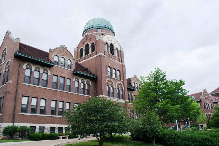 Cudahy Science Hall at Loyola University Chicago