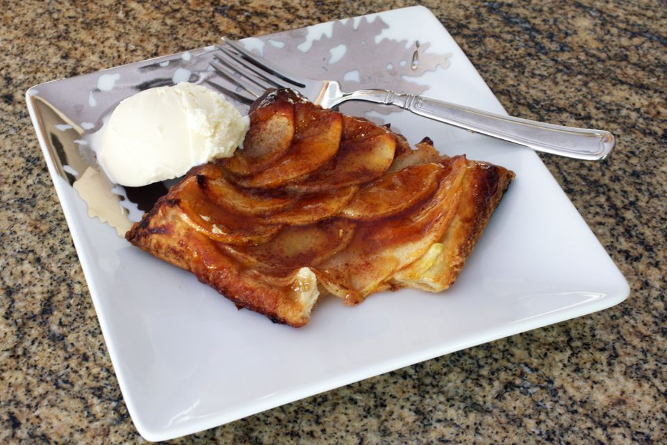 Easy mini apple tarts with puff pastry