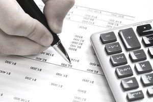 Finance: Financial data analyzing.