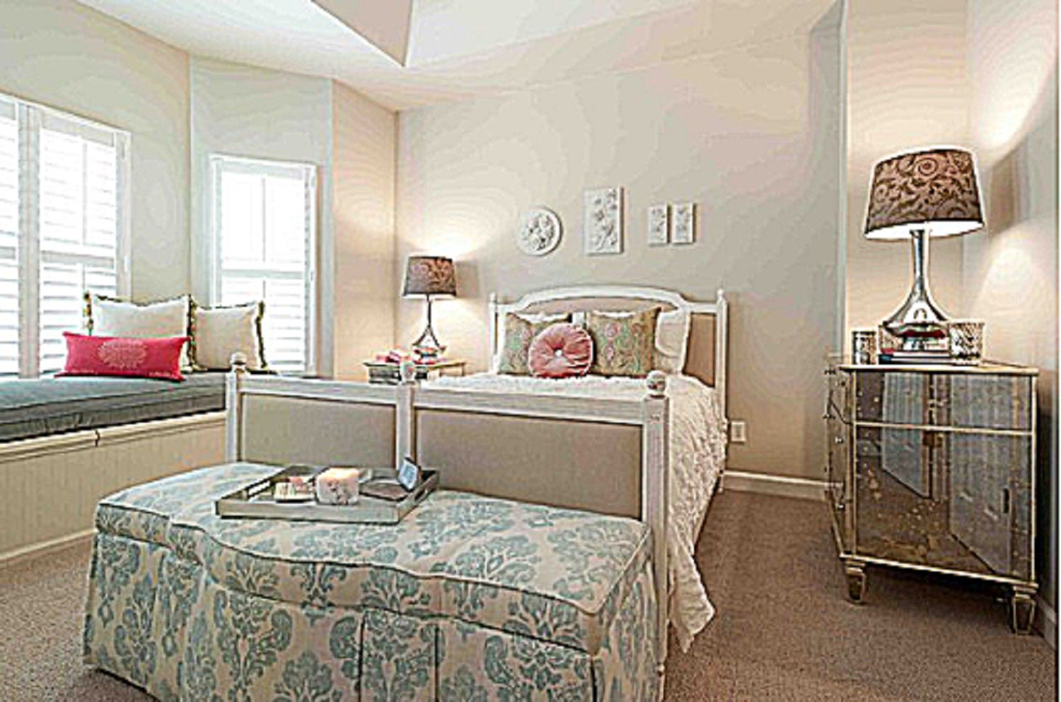 romantic bedroom furniture.  What is the Romantic Decorating Style