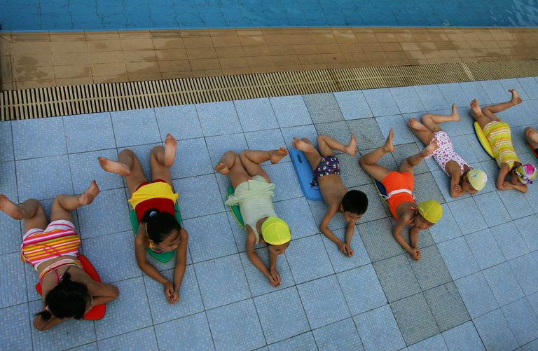 Prevent infants from crying in learn to swim classes