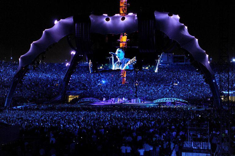 U2 360 Tour In Pasadena - October 25, 2009