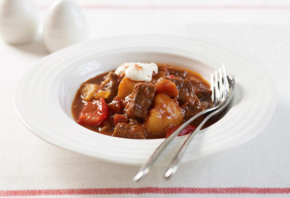 Beef goulash recipe with tomatoes paprika and peppers beef goulash with peppers forumfinder Gallery