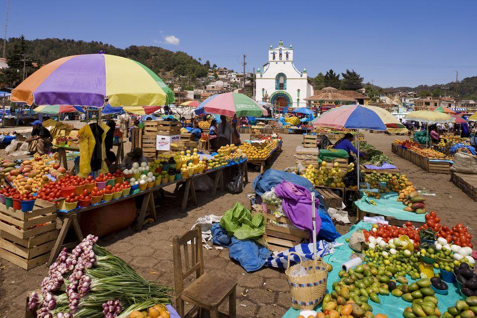 Mexico, Chiapas State, market in San Juan de Chamula