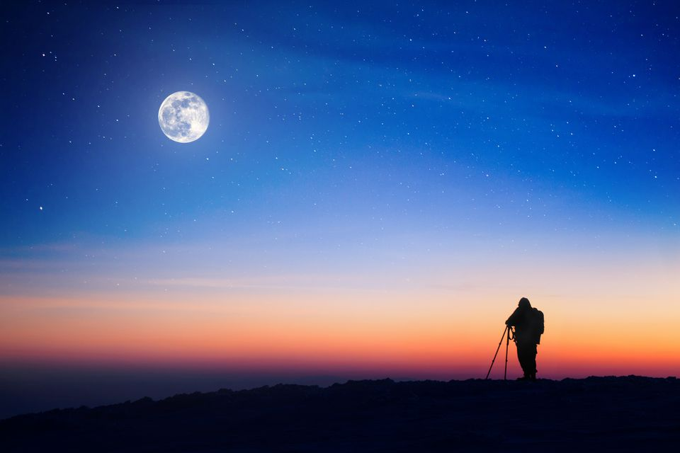 Photographing moon