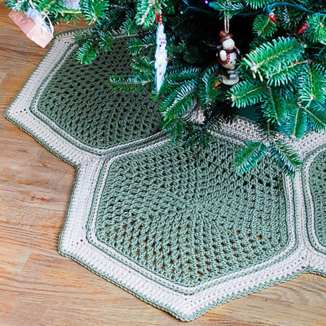 Granny Hexagon Tree Skirt Free Crochet Pattern