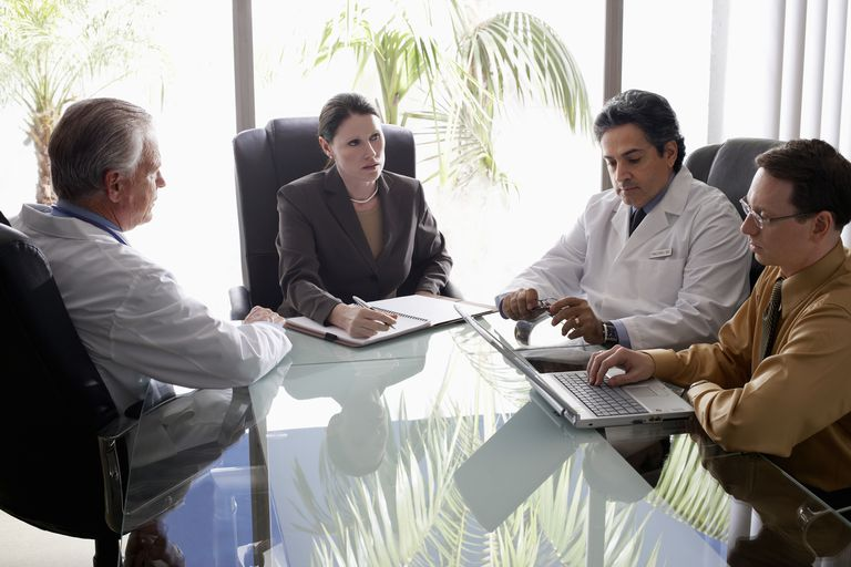 Hospital personnel meeting with doctors