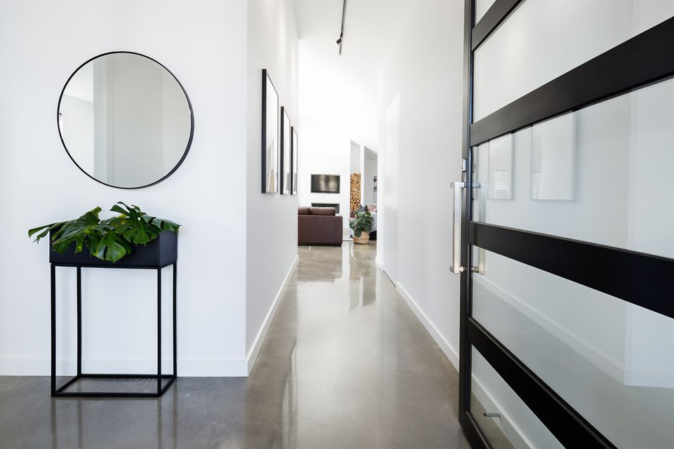 mirror in foyer decor
