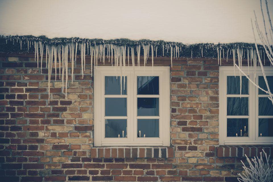 Germany, Mecklenburg-Western Pomerania, Ruegen, House in winter