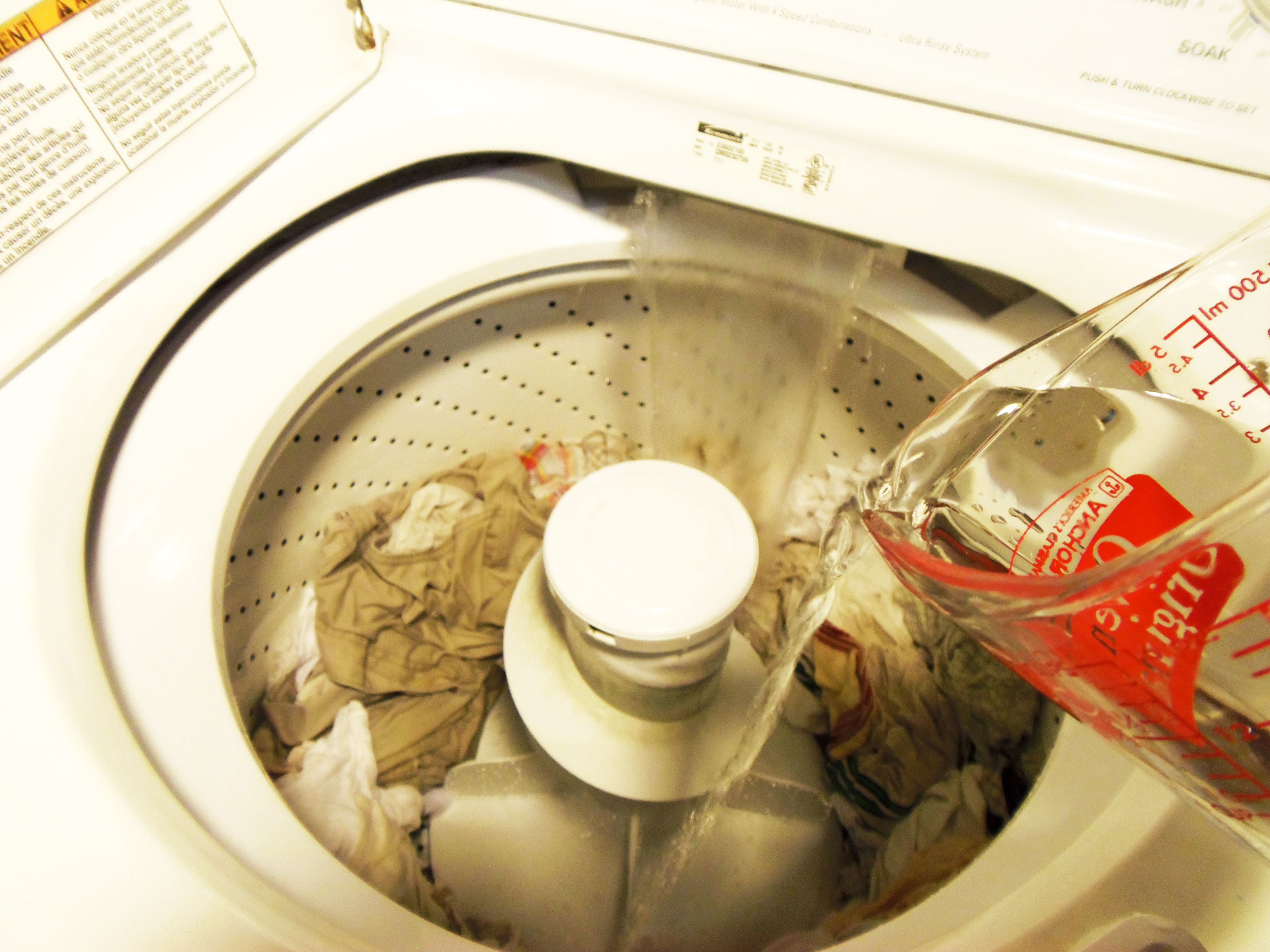 Whiten Clothes With A Frugal Vinegar Laundry Booster