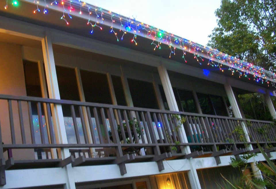 picture of led icicle lights on house