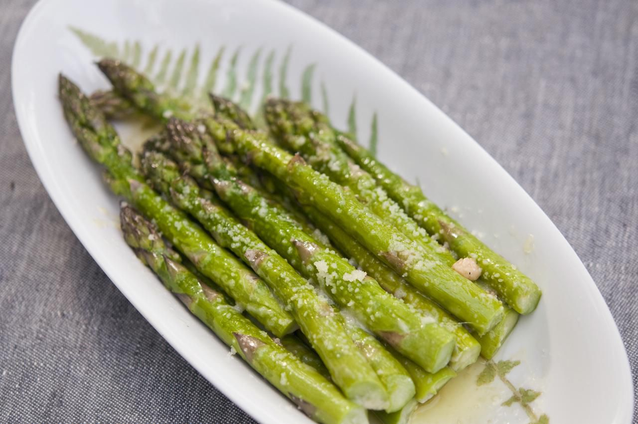 How to cook and eat asparagus choosing and storing 9 helpful tips on how to successfully prepare and cook asparagus ccuart Gallery