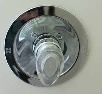 Valley shower valve