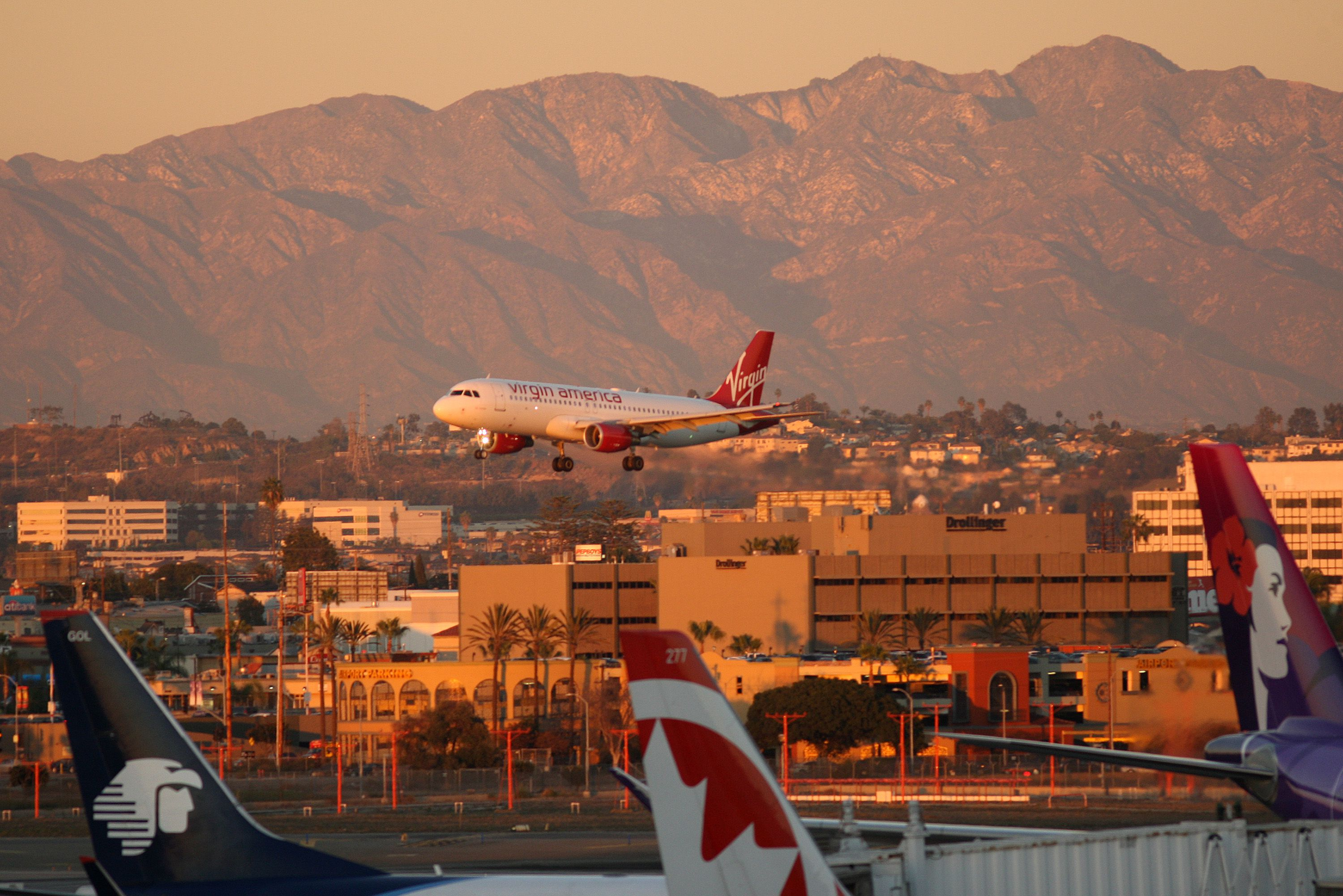 How To Find The Best Place To Stay In Los Angeles - The 10 busiest us airports at thanksgiving