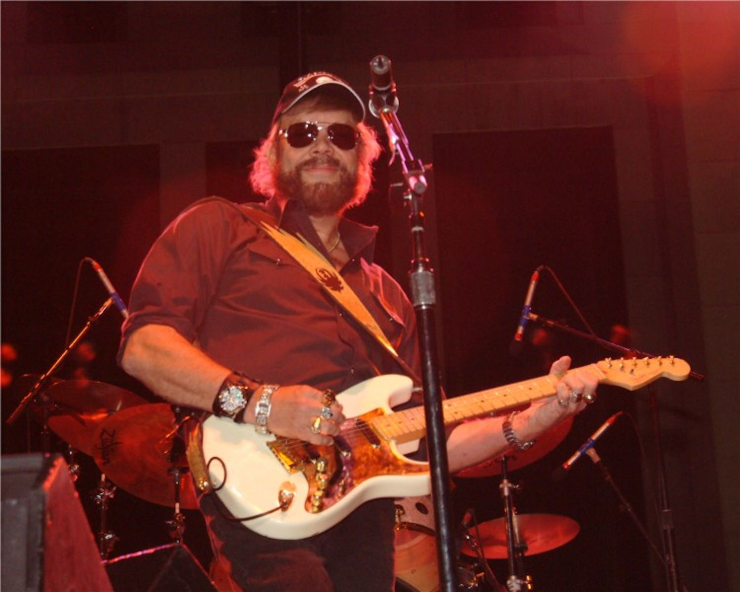 a biography of superstar hank williams jr Essay hank williams jr jerry erath essay 4 december 12, 1996 hank williams, jr was meant to be a superstar from the day he was born his father, the legendary hank williams, and mother, audrey sheppard, both played an intricate part in his early stardom.