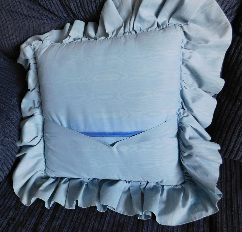 Zipper Closure in the Back of a Pillow