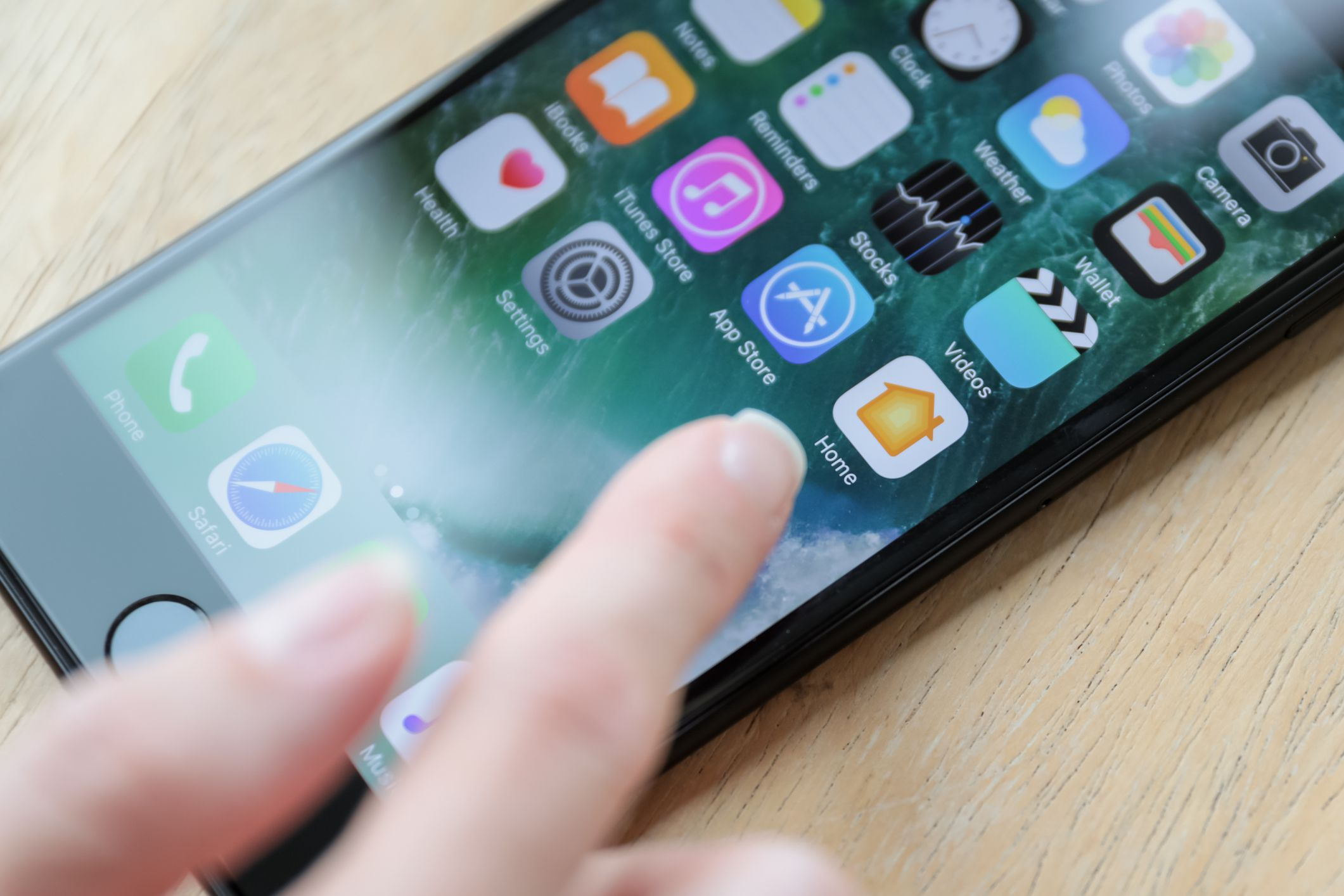 Why your iphone icons are shaking and how to stop it three ways to delete apps from your iphone ccuart Images