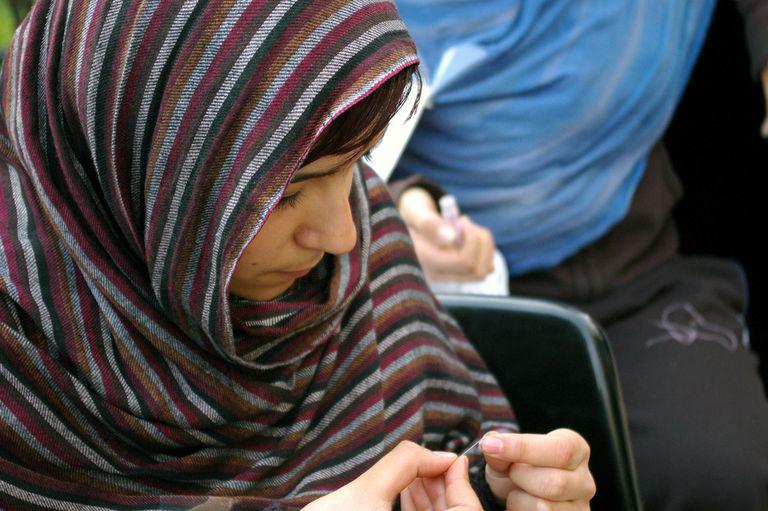 Trabajadora saharaui de una taller textil