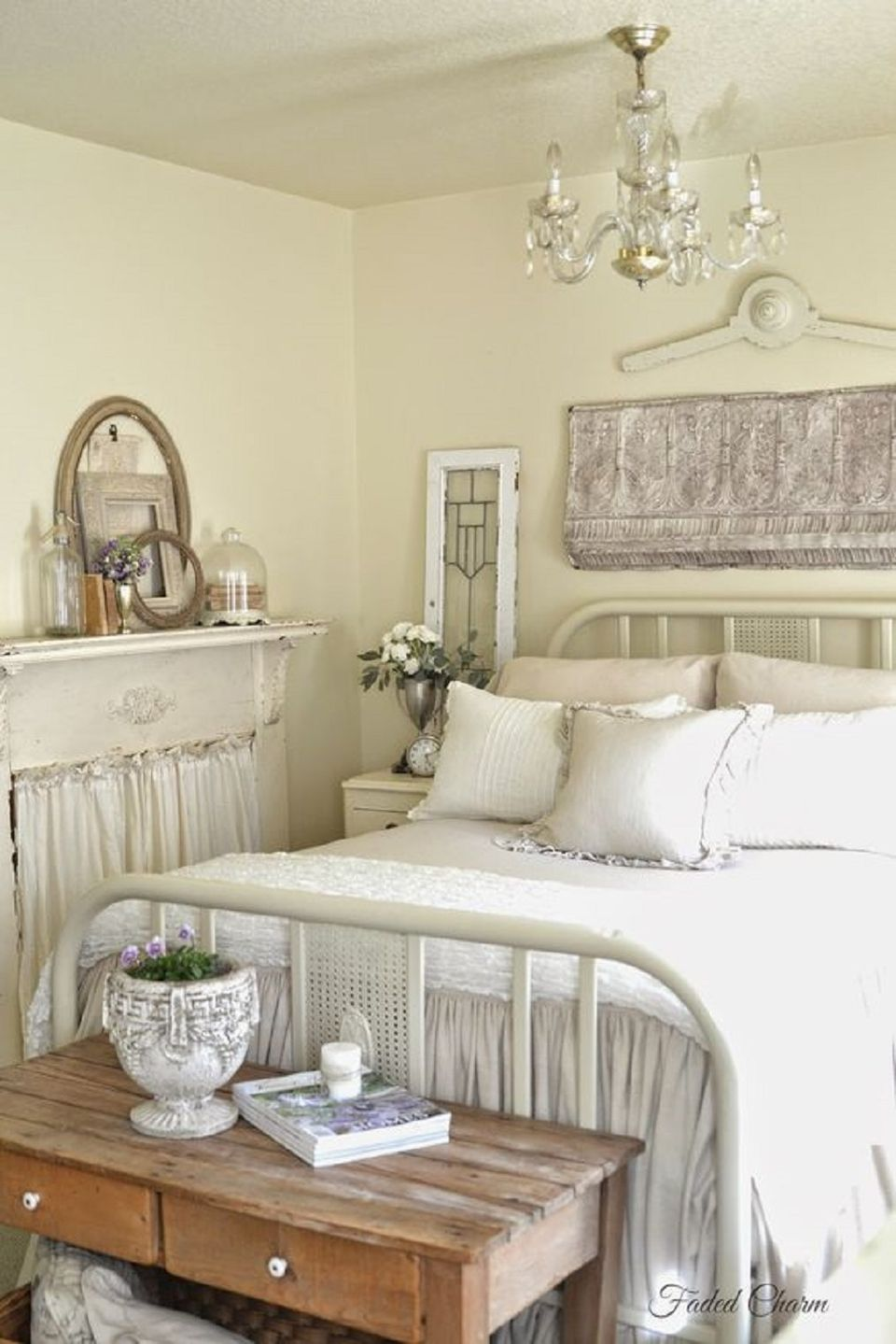 French country bedroom decorating ideas and photos for A bedroom in french