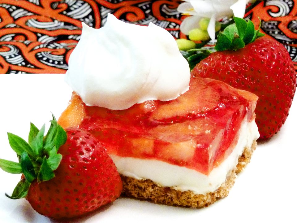 strawberry dessert recipe, pretzels, cream cheese, fruit, strawberries, receipt