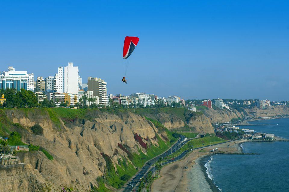 paragliding-miraflores-lima-peru.jpg