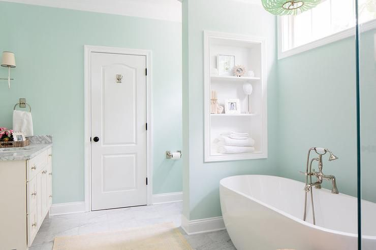 12 gorgeous green bathrooms for Spa colors for bathroom paint