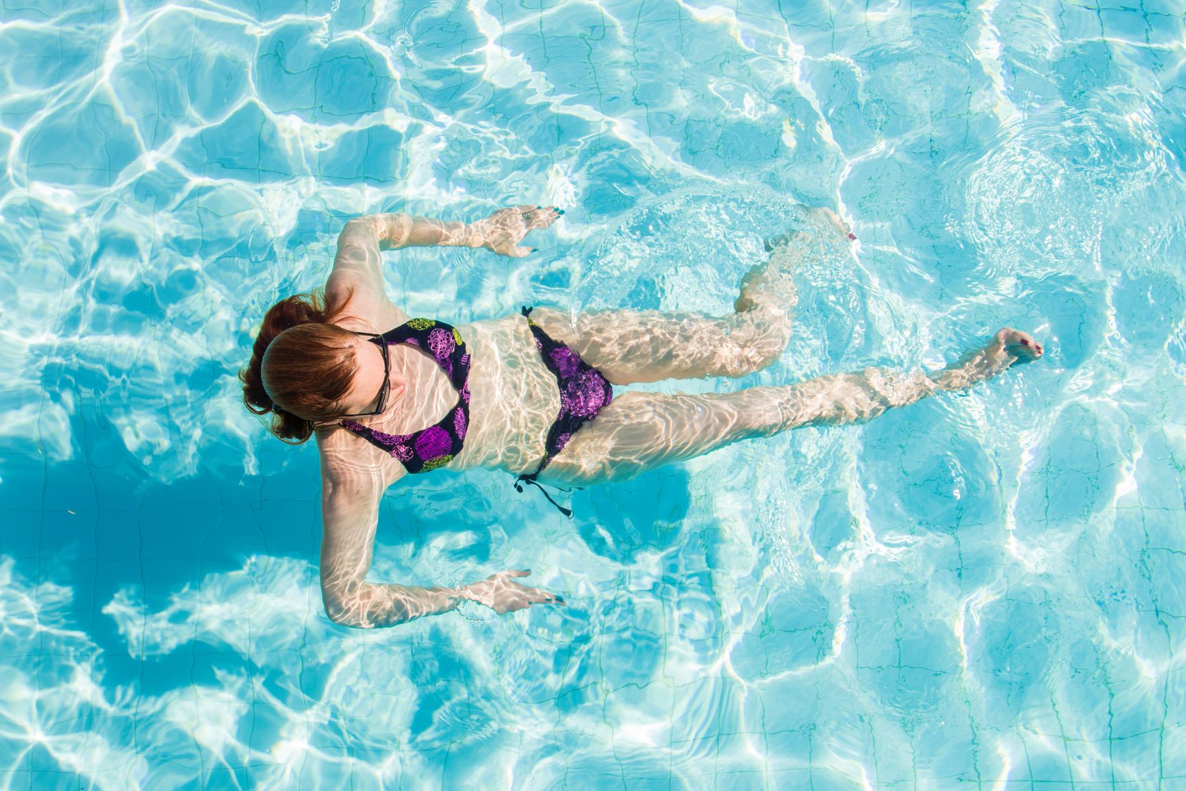 How to treat and prevent chlorine damaged hair for How to swim in a pool on your period