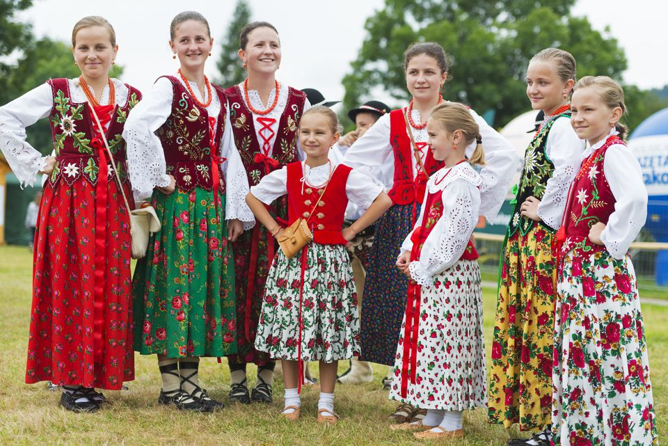 Polish performers in traditional costume