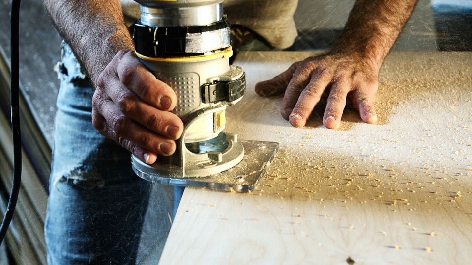 Carpenter using Wood Router