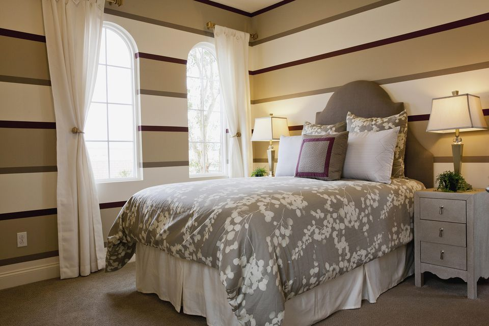 Striped bedroom walls 10 Different Ways to Decorate Bedroom Walls