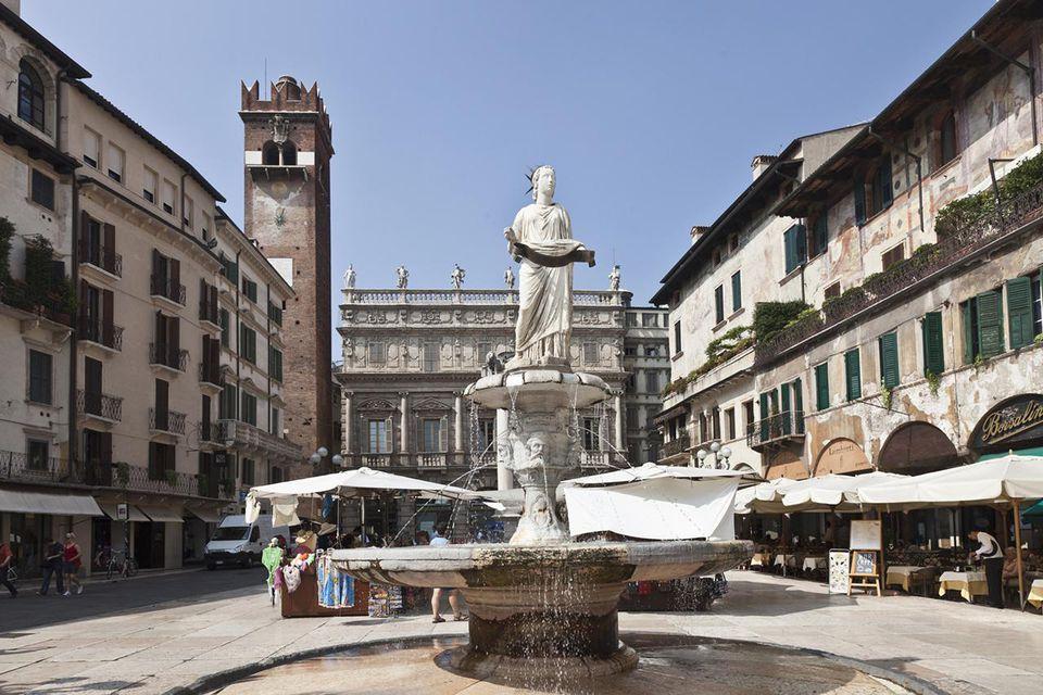 Verona. Piazza delle Erbe.