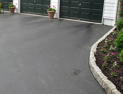 Pros and cons of a tar and chip driveway 9 steps to driveway edging with cobblestone pavers solutioingenieria Image collections