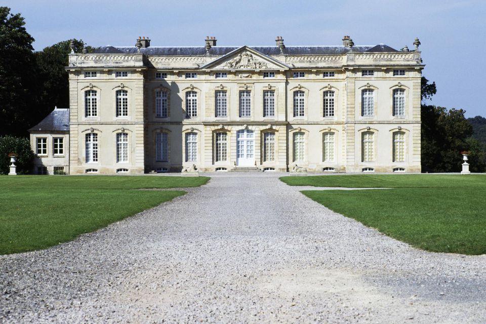 Bourg Saint Leonard Castle's gravel driveway