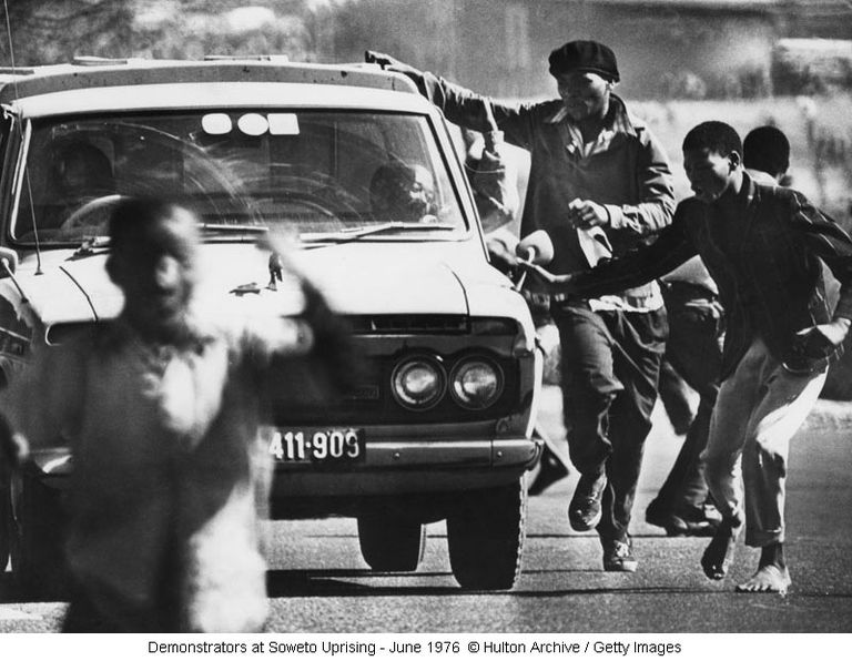 Demonstrators at Soweto Uprising - June 1976 © Hulton Archive / Getty Images