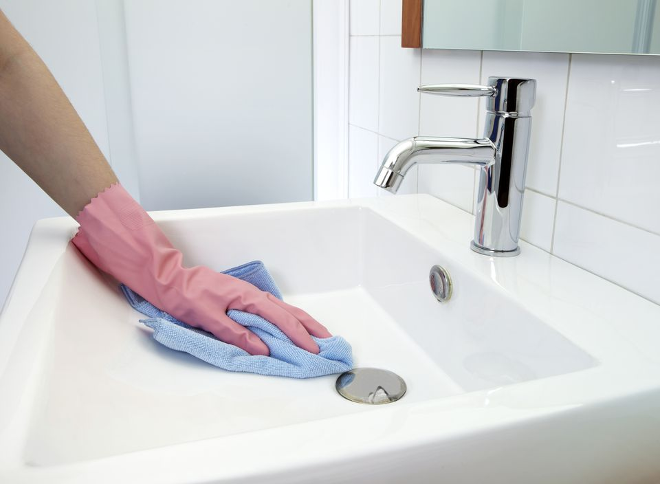 How to remove rust stains from toilets tubs sinks for How to clean a bathroom sink