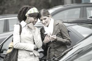 women buying new car
