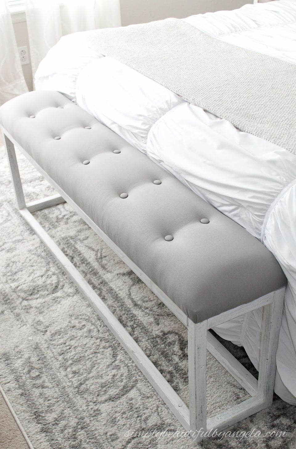 DIY end of the bed bench for bedroom