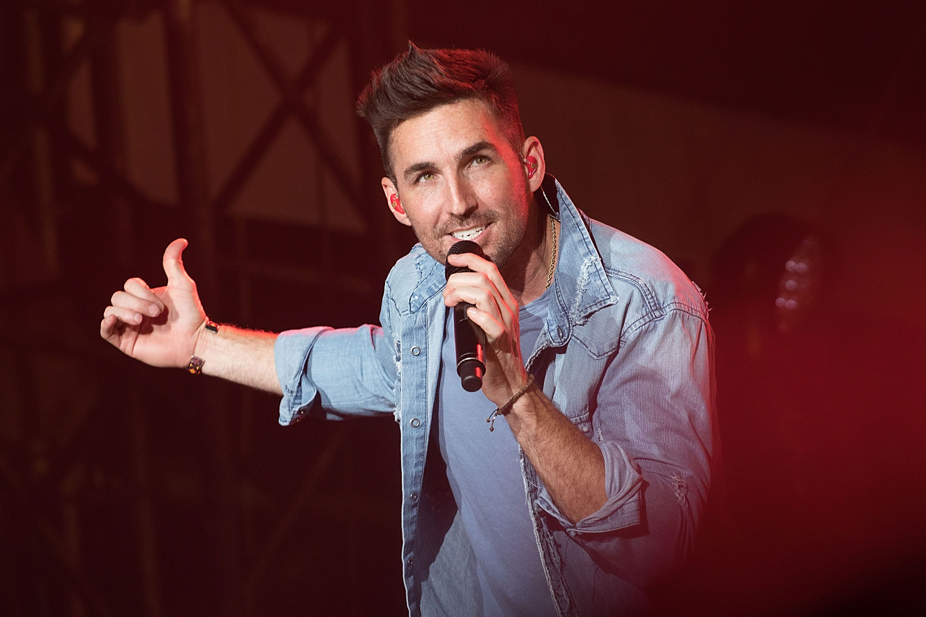 Biography of Country Music Star Jake Owen