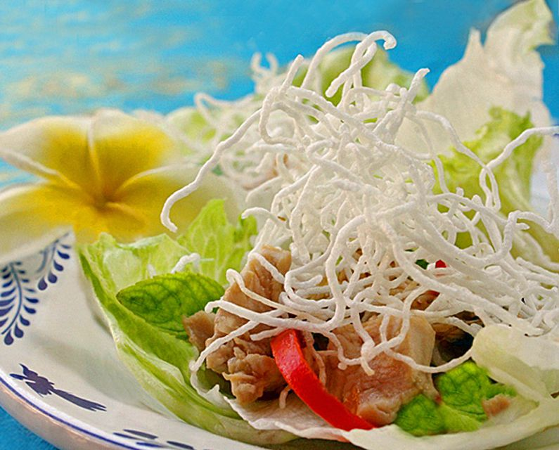 Lettuce Wraps with Crispy Noodle Topping - crunchy, munchy good!